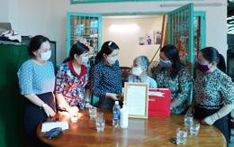 Mẹ Việt Nam anh hùng Ngô Thị Quýt cảm động khi nhận thư tri ân của Hội LHPN Việt Nam