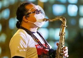 Xúc động nghe tiếng kèn saxophone Trần Mạnh Tuấn vang lên tại Bệnh viện dã chiến điều trị Covid-19