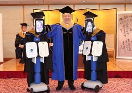 Nhật Bản: Sinh viên cử robot đến tham dự lễ nhận bằng tốt nghiệp