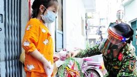 Nữ quân nhân dành những tháng lương hỗ trợ trẻ mồ côi do Covid-19