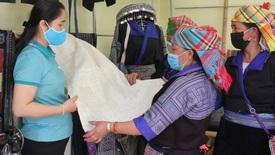 Gìn giữ và phát huy nghề dệt thổ cẩm truyền thống dân tộc Mông