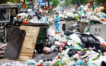 """3 ngày dân chặn đường vào bãi rác Nam Sơn: """"Đi đâu cũng thấy rác, sợ lắm"""""""