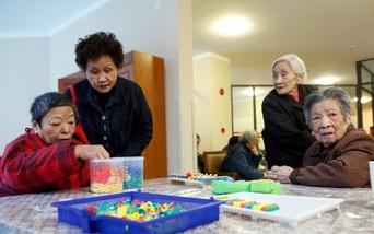"""Người già Trung Quốc đối mặt với """"quả bom hẹn giờ"""" mang tên Alzheimer"""