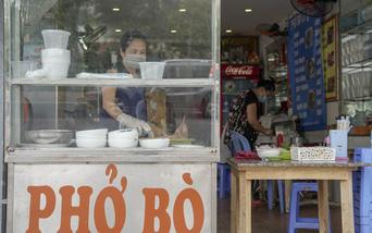 Chủ quán phở ở Hà Nội dậy từ 4 giờ sáng chờ mở cửa sau gần 2 tháng giãn cách