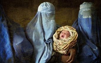 Nguy cơ mất an toàn với phụ nữ Afghanistan khi sinh con dưới thời Taliban