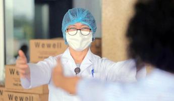 Trải lòng của y, bác sĩ sau 2 tháng vào Nam chống dịch: Hạnh phúc nhất là được tiễn bệnh nhân ra viện