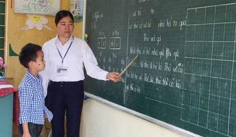 Suýt bị lũ cuốn trôi trong một lần đến lớp, cô giáo vẫn quyết gắn bó cả đời với học sinh vùng cao