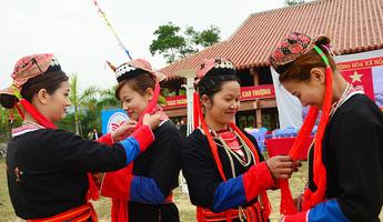 Tâm huyết với việc bảo tồn di sản văn hóa của người Dao Thanh Y