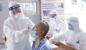 Cần thêm chính sách hỗ trợ kịp thời nữ cán bộ y tế tham gia chống dịch
