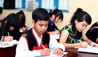 Hỗ trợ 470 triệu đồng cho đồng bào, học sinh dân tộc thiểu số có hoàn cảnh khó khăn bị nhiễm Covid-19