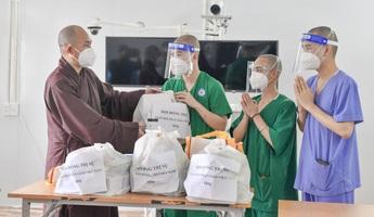 Chia sẻ với y, bác sĩ và tình nguyện viên Phật giáo ở tuyến đầu chống dịch