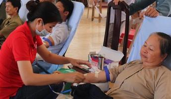 Phật giáo Hòa Hảo san sẻ yêu thương với cộng đồng trong mùa dịch