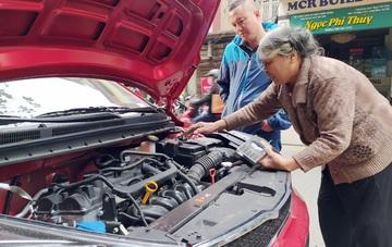 Bà lão hơn nửa thế kỷ sửa ô tô đau đáu chưa tìm được người truyền nghề