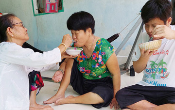 60 năm thảm họa da cam ở Việt Nam: 4 thập kỷ chăm 2 con cả ngày cười nói vu vơ