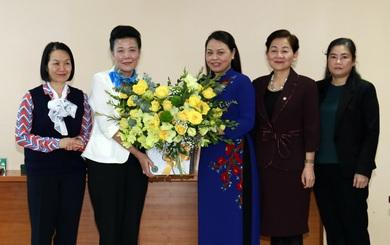Trao quyết định nghỉ hưu đối với Phó Chủ tịch Hội LHPNVN Nguyễn Thị Tuyết