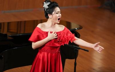 """""""Lên đồng"""" với bài hát nghi lễ thờ Mẫu, Lương Nguyệt Anh giành điểm tốt nghiệp cao học tuyệt đối"""