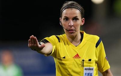 Nữ trọng tài đầu tiên cầm còi ở Giải vô địch bóng đá các câu lạc bộ châu Âu