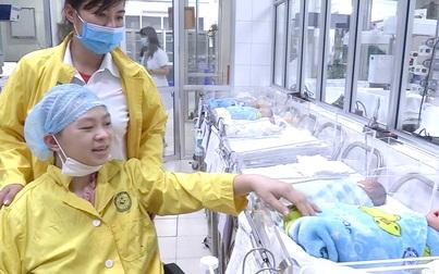 Bộ trưởng Bộ Y tế tặng bằng khen cho kíp mổ cứu mẹ con sản phụ bị tai nạn giao thông tưởng không qua khỏi