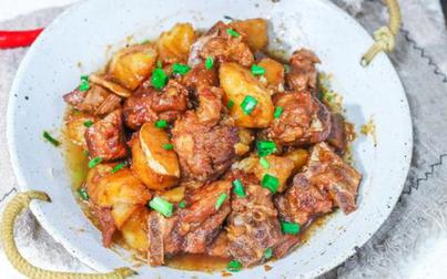 Không nấu canh nữa, đem sườn kho với khoai tây, cả nhà bất ngờ ăn không kịp thở