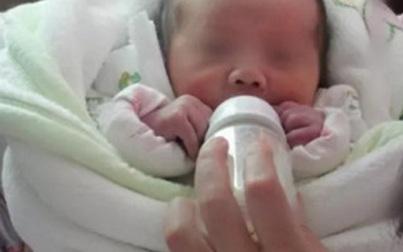 Bé 5 tháng tuổi nhập viện khẩn cấp vì bà dùng thứ nước này pha sữa công thức