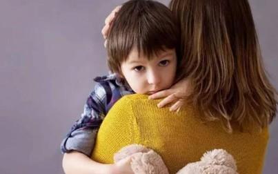 """Con hỏi """"Nhà mình có nghèo không mẹ?"""", cách mẹ trả lời làm con 10 năm sau khác rõ rệt"""