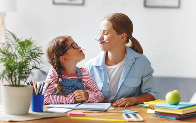 Làm cách nào để không cáu gắt khi dạy con