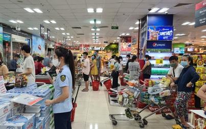 """Người dân tích trữ thực phẩm, Hà Nội tái khẳng định """"đủ hàng"""""""