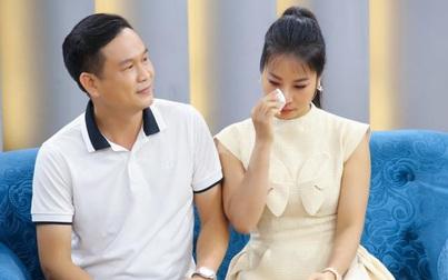 """Nữ ca sĩ 2 con rơi nước mắt, """"bất lực"""" khi chia sẻ về đam mê xa xỉ của chồng"""