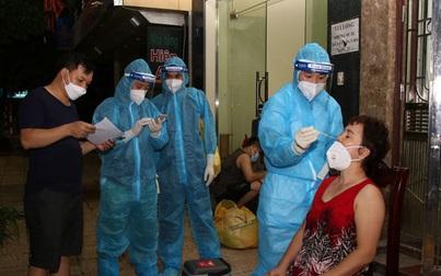 Hà Nam ghi nhận thêm 23 ca mắc Covid-19, hàng ngàn nhân viên y tế xuyên đêm lấy mẫu xét nghiệm