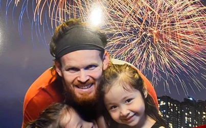 """Mặc tin đồn """"cắm sừng"""" vợ, chồng Elly Trần vẫn làm điều này với 2 con"""