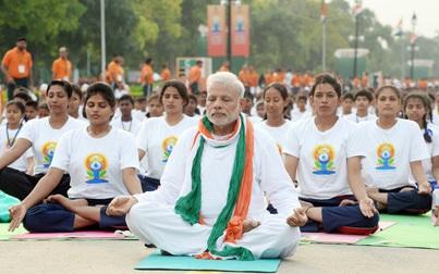 Cùng Thủ tướng Ấn Độ tập Yoga để phòng chống Covid-19