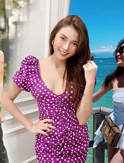 Bắt trend đồ tím lịm trẻ trung, Thuý Diễm còn chọn mẫu khoét ngực sâu hút cho thêm gợi cảm