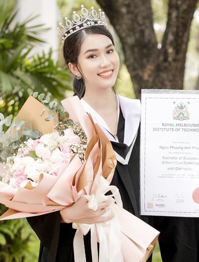 Á hậu Phương Anh nhận học bổng thạc sĩ của Đại học RMIT