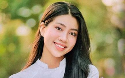 Nữ sinh 16 tuổi diện áo dài đẹp như mơ, dân tình khuyên đi thi Hoa hậu