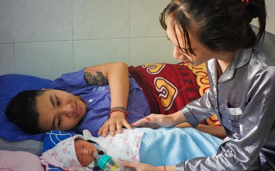 """""""Người đàn ông mang bầu"""" đầu tiên ở Việt Nam: Quên hết đớn đau khi nghe con khóc chào đời"""