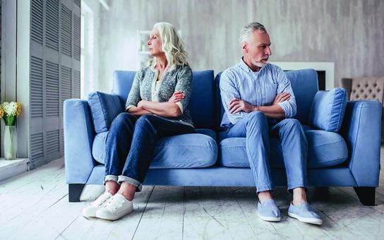 Ly hôn tuổi trung niên: Vì sao tỷ lệ hòa giải thành công thấp?