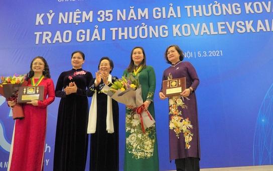 Các nhà khoa học nữ ngày càng đóng góp vào sự phát triển khoa học của đất nước