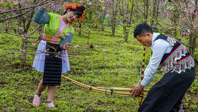 Trao đổi kinh nghiệm giữ gìn bản sắc văn hóa dân tộc Mông