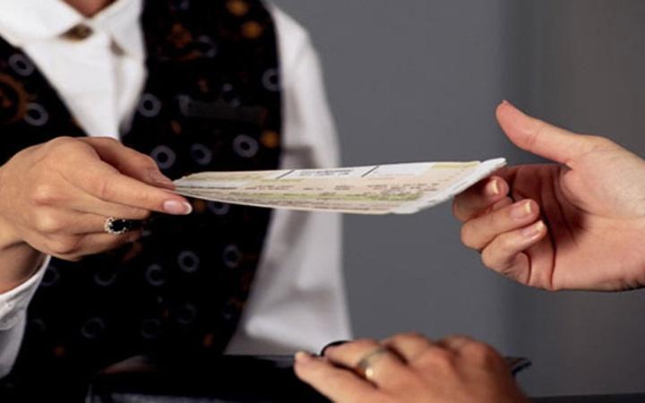 """Các hãng hàng không tăng phí quản trị hệ thống, người tiêu dùng mua vé """"kích cầu"""" mà giá vẫn cao"""