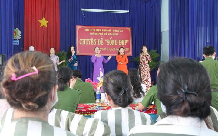 """Hội LHPN TPHCM mang thông điệp """"sống đẹp"""" đến với nữ phạm nhân"""