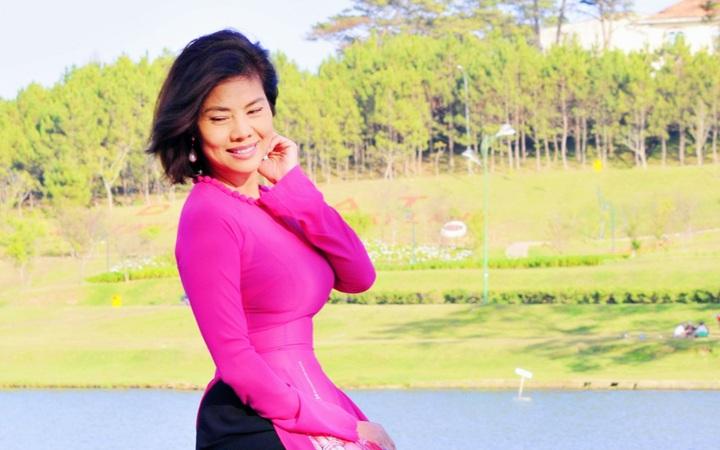 Ca sĩ Hồ Lệ Thu diện áo dài đón Xuân tại Đà Lạt