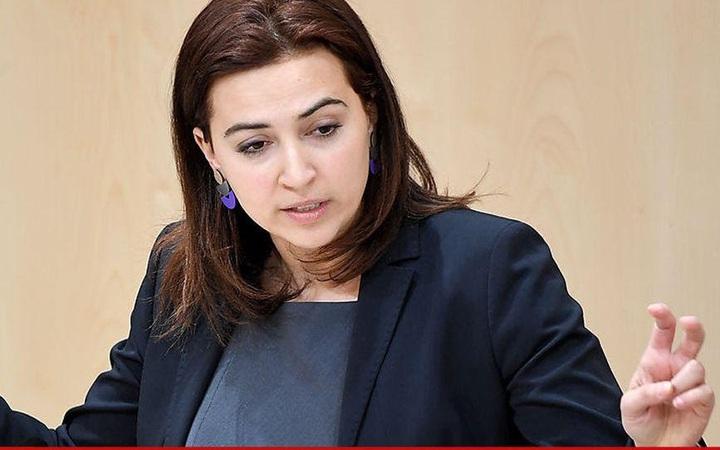 Người di cư, luật sư, đấu sĩ: Những bộ mặt khác nhau của nữ Bộ trưởng Tư pháp Áo