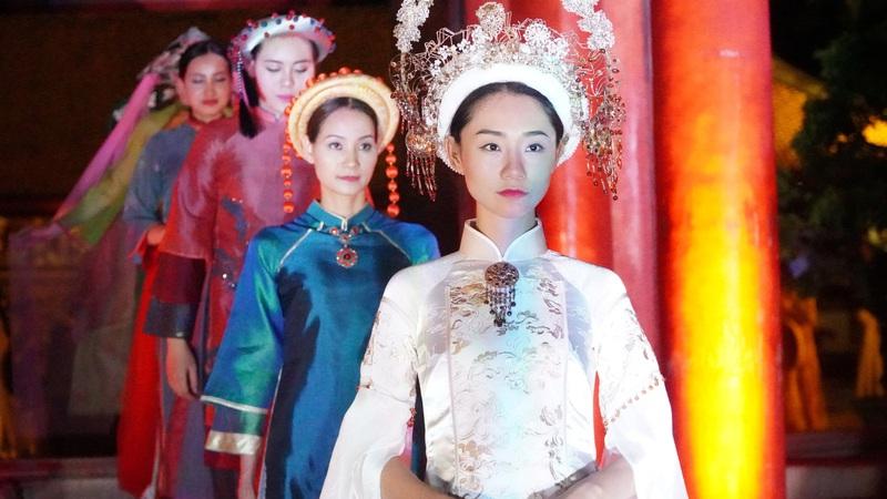 """Ấn tượng đêm trình diễn """"Áo dài - Di sản văn hóa Việt Nam"""""""