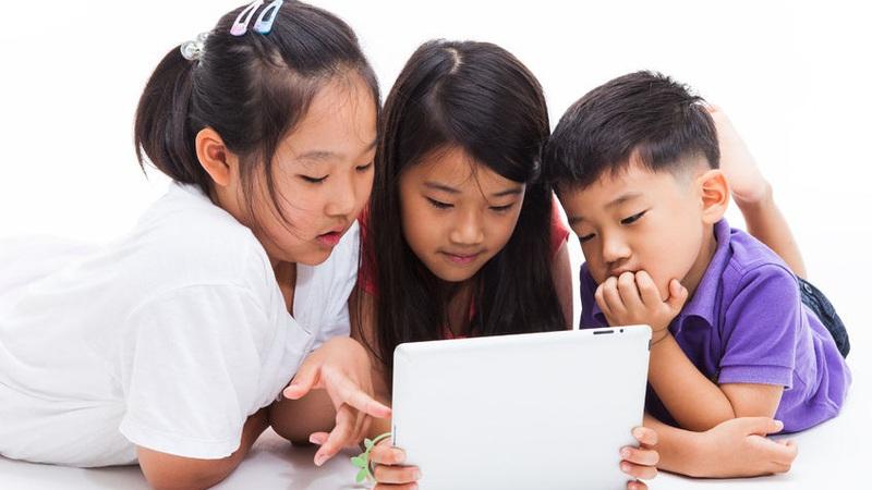 Bảo vệ trẻ em gái trên không gian mạng